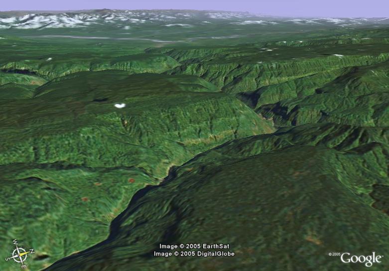 ... . El río Ene y las montañas de los Andes se pueden ver en el fondo